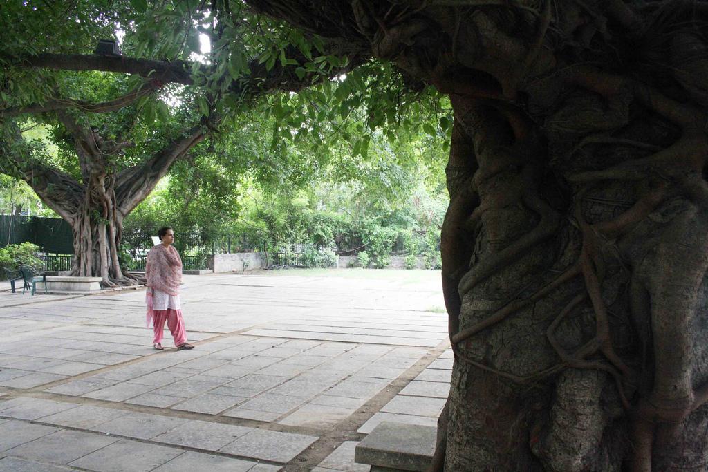 Mission Delhi - Rakhshanda Jalil, Gandhi-King Plaza