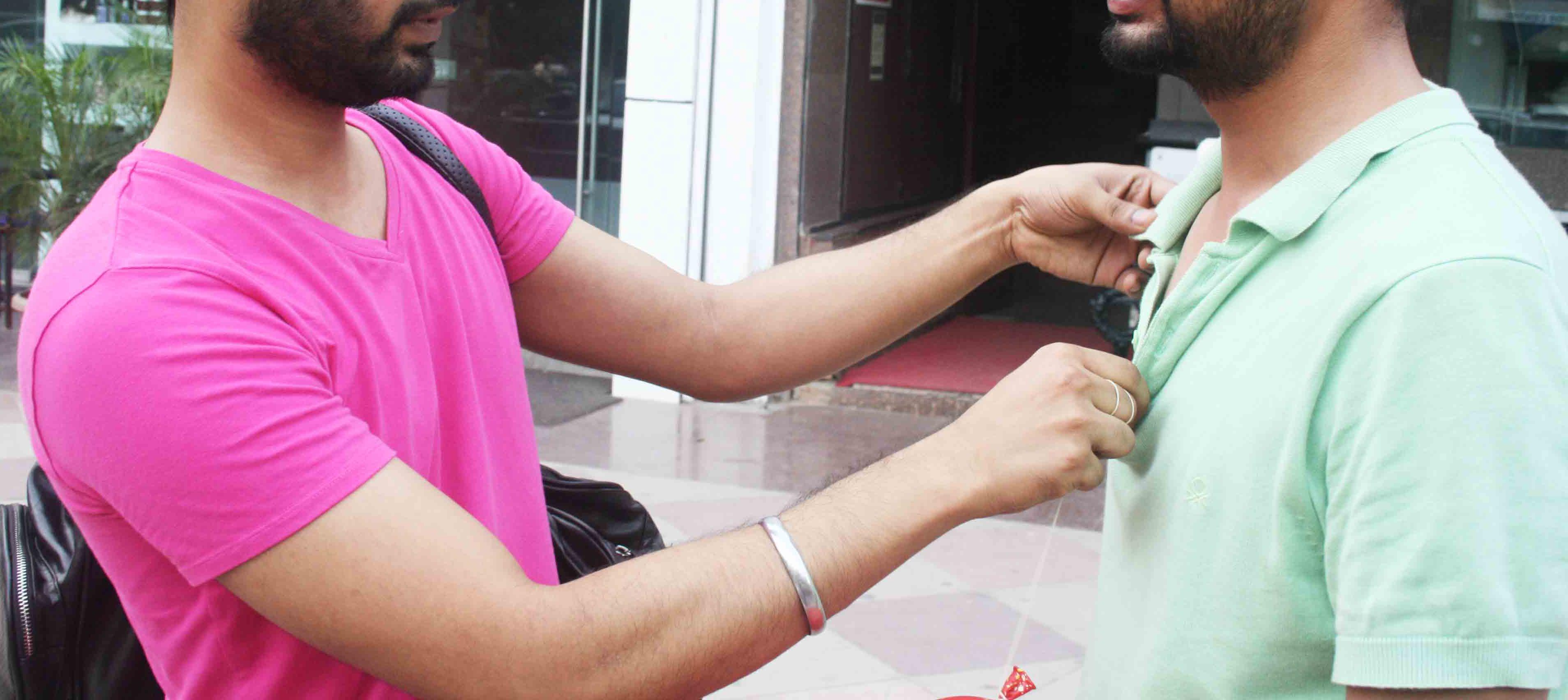 Mission Delhi – A. Husain, Green Park Market