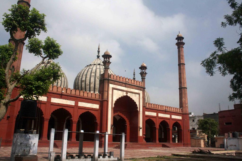 City Monument - Zeenat ul Masaajid, Near Ansari Road