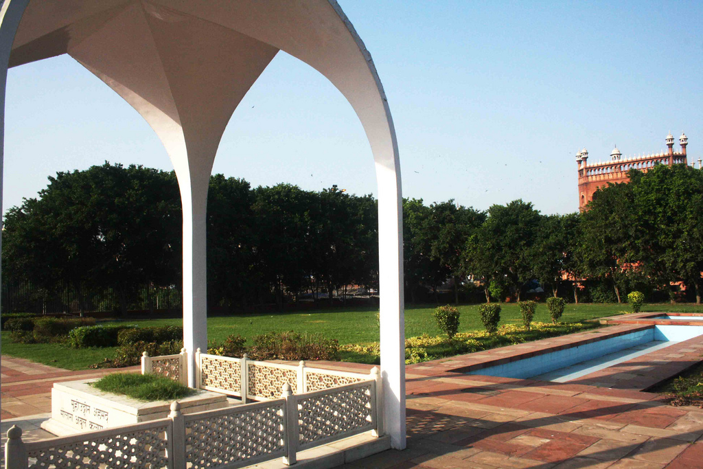 City Monument – Maulana Azad's Mausoleum, Near Meena Bazaar