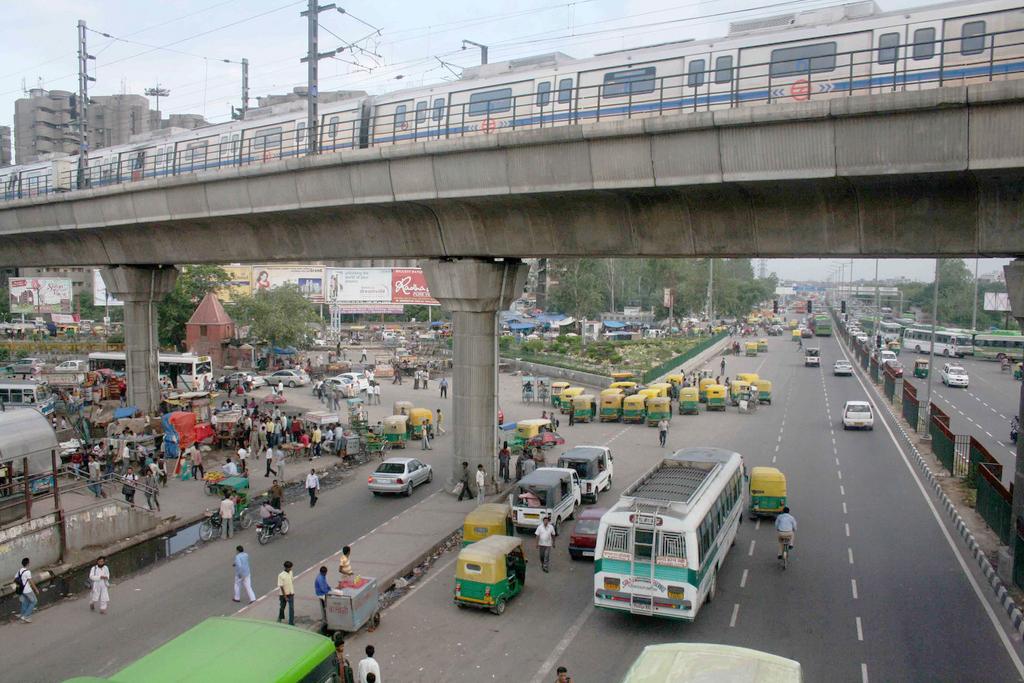 City Moment – The Delhi Metro, Ghazipur Road