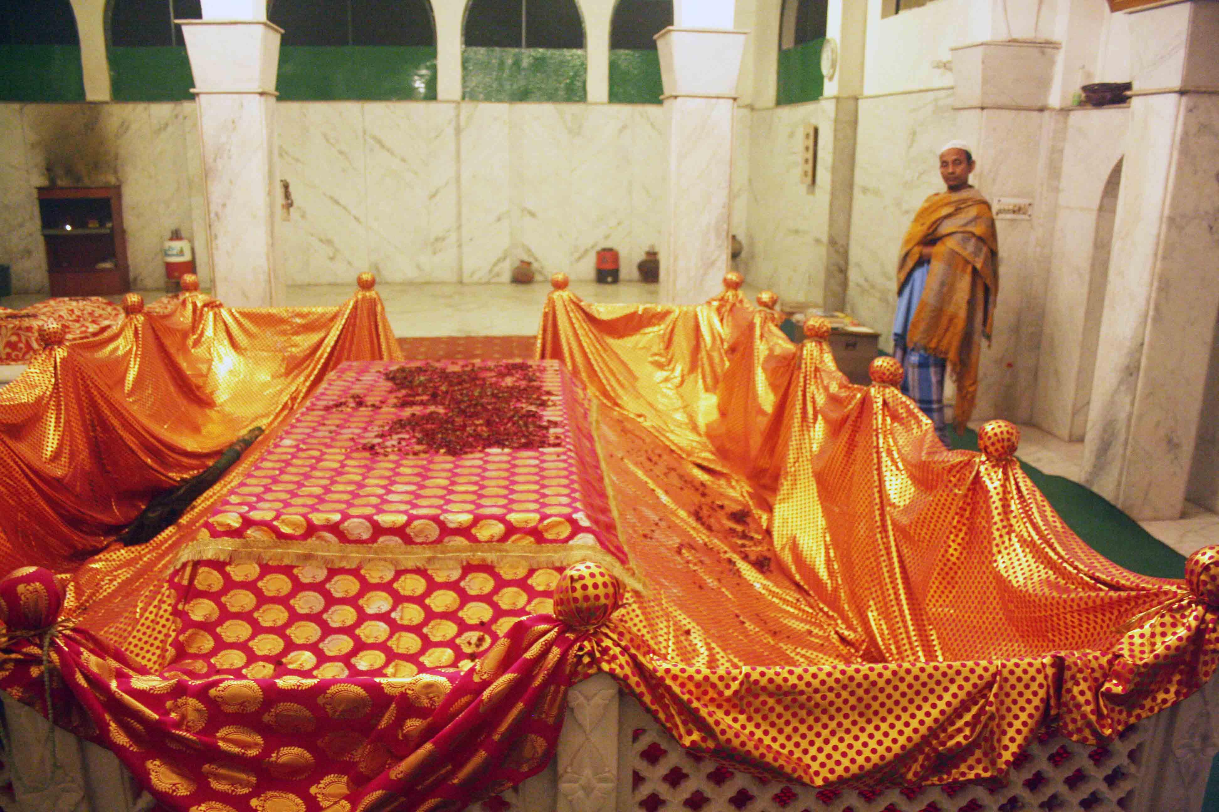 City Faith – Bibi Fatima Sam's Dargah, Kaka Nagar