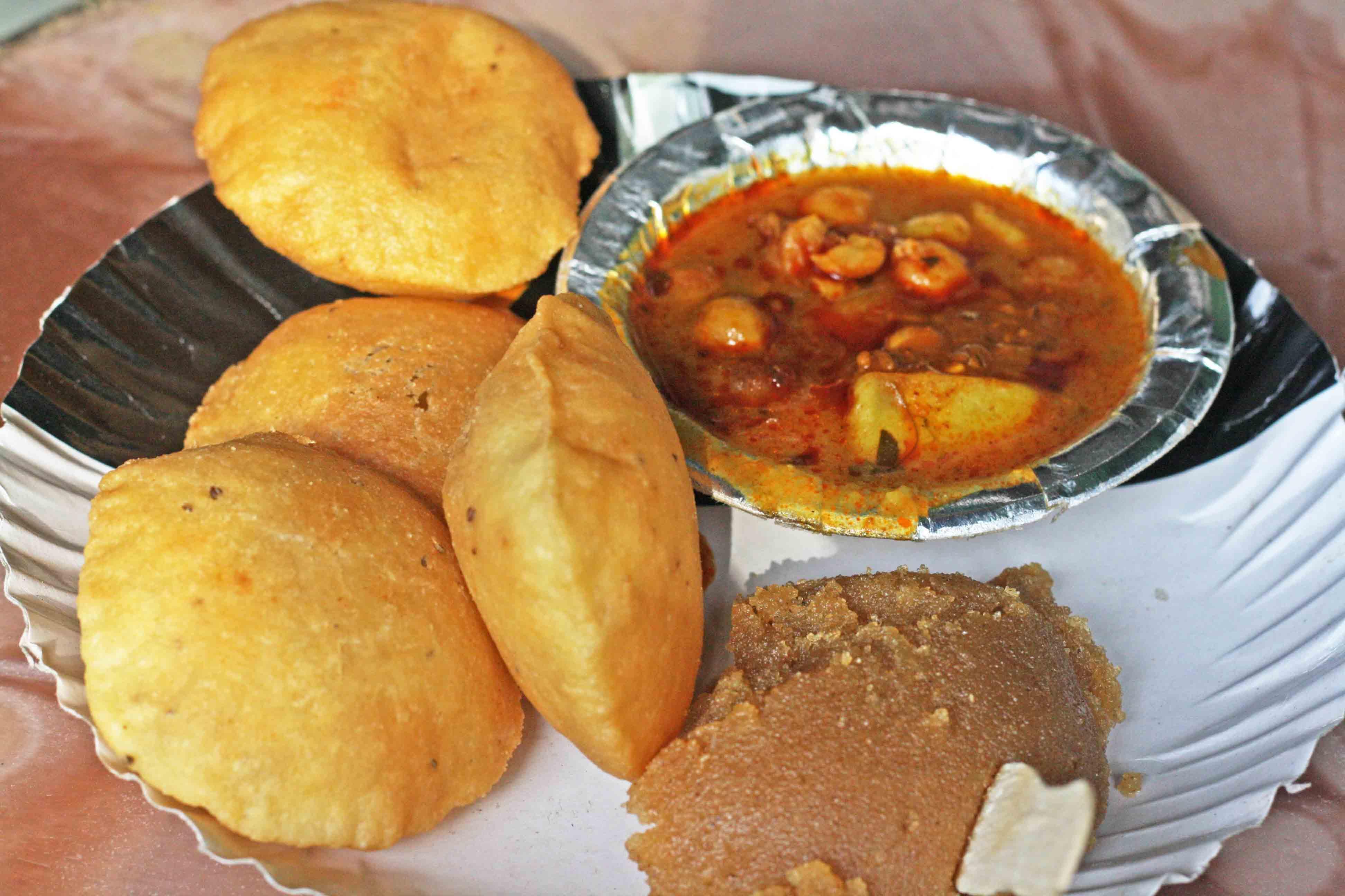 City Food - Nagori Poori-Sooji Halwa, Arihant Sweets