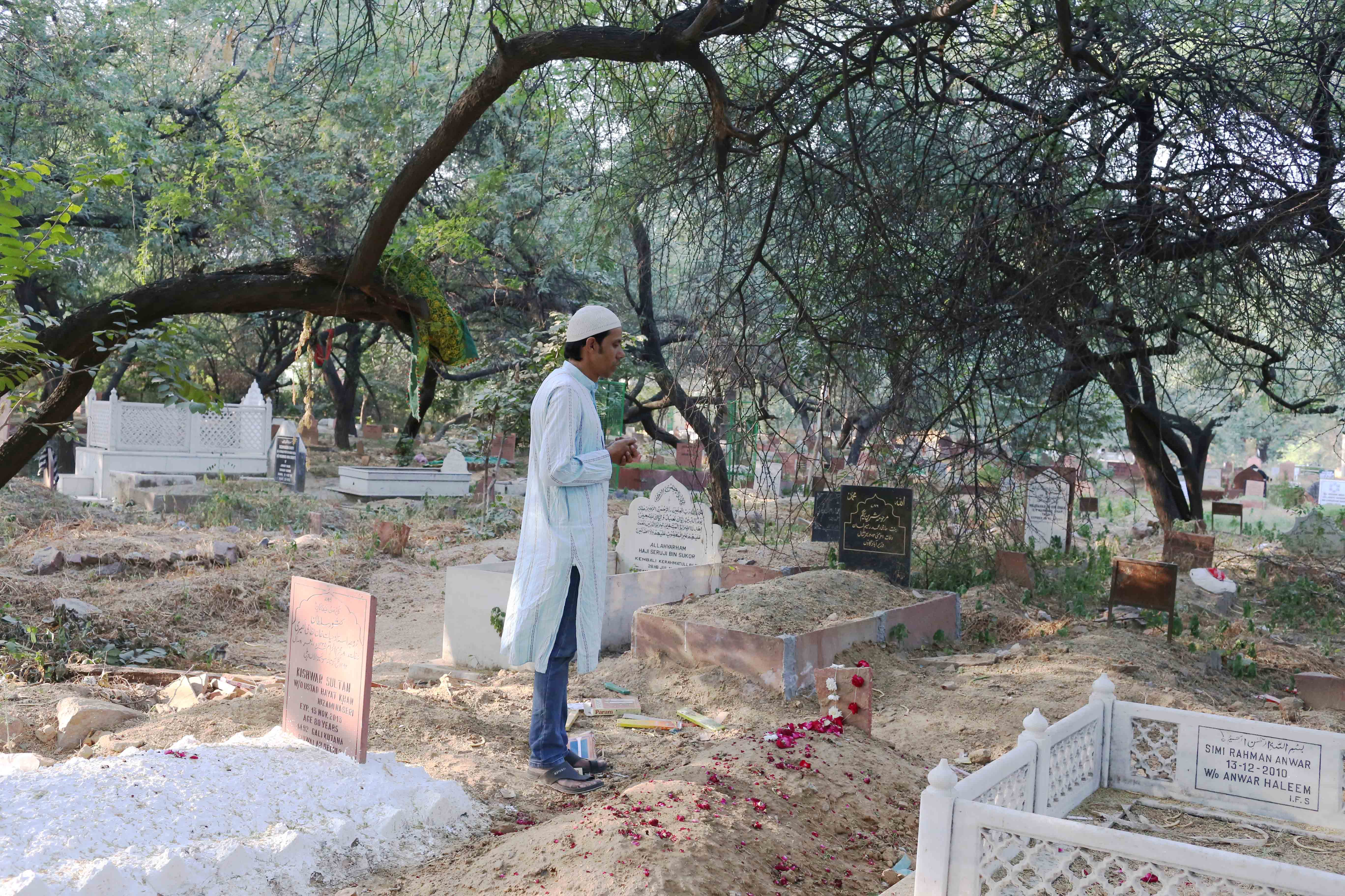 City Moment - Remembering Qawwal and Scholar Meraj Ahmed Nizami at His Grave, Panj Peeran Qabristan