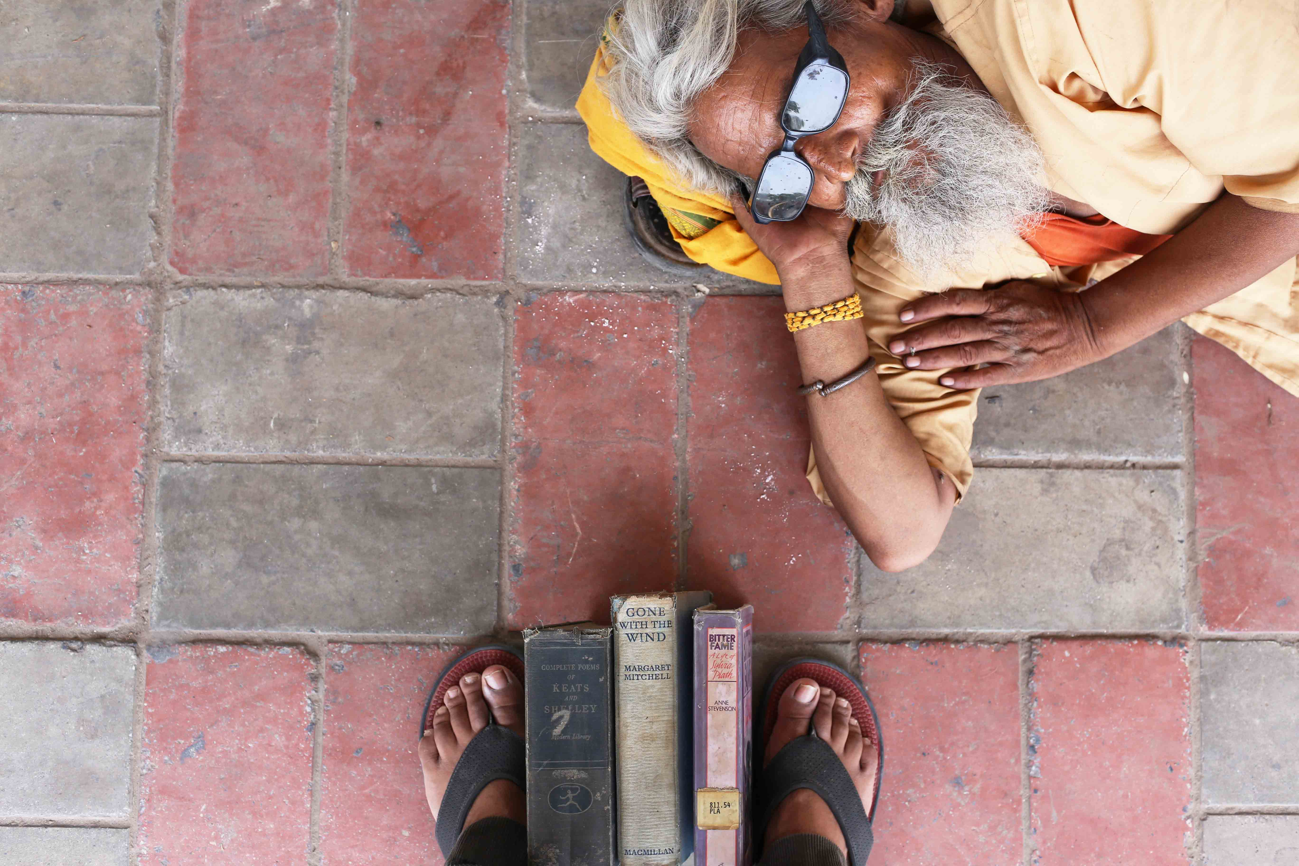 City Walk - Playing Footsie at Sunday Book Bazaar, Daryaganj