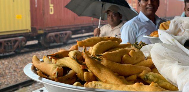 City Food - Green Chilli Pakoras, Gurgaon Railway Station