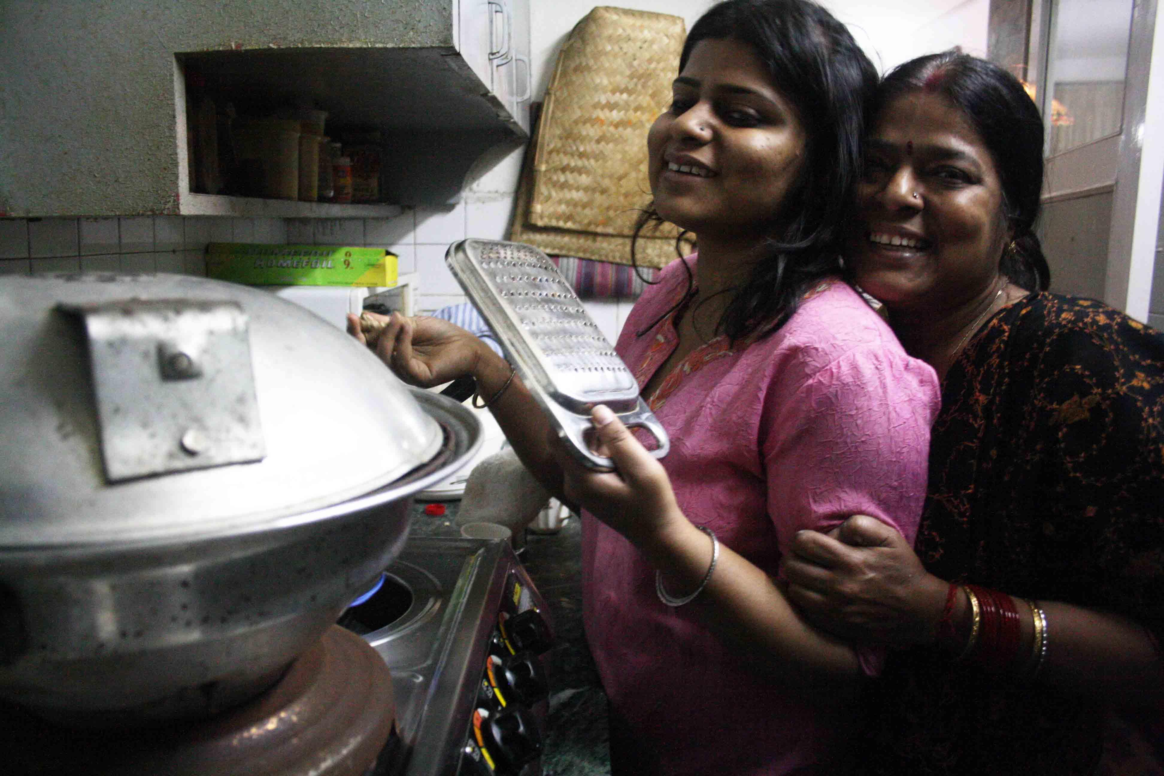 City Food – Julia Child Cooks Litti Chokha in Mayur Vihar-I