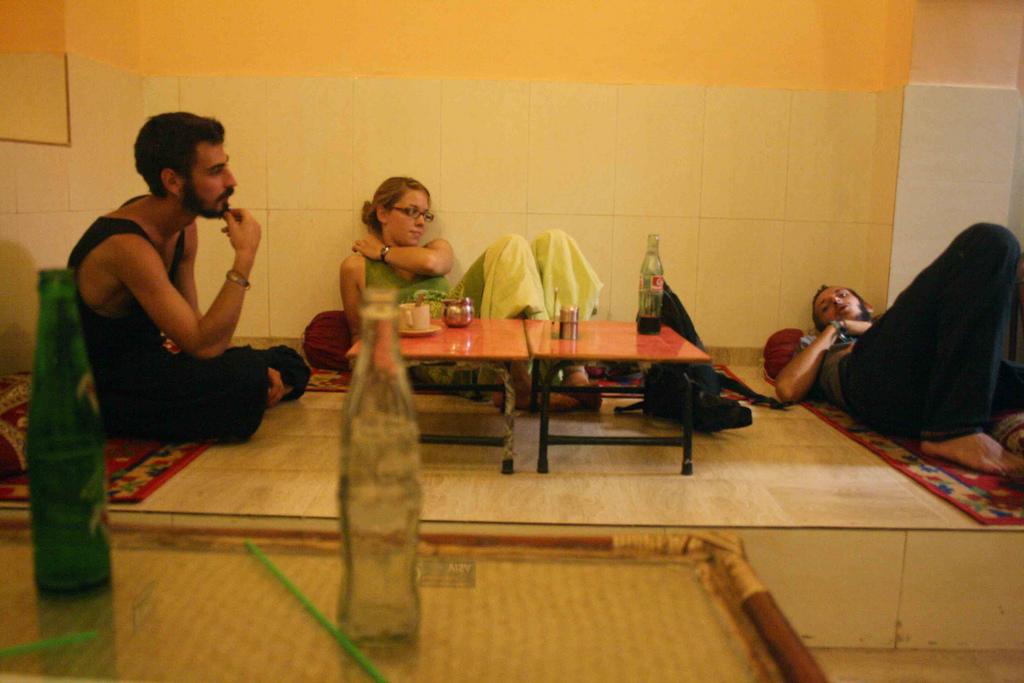City Hangout - Everest Café, Paharganj