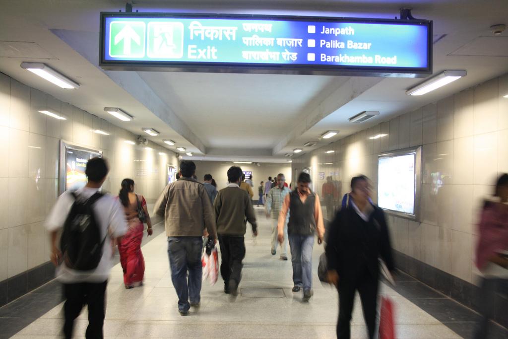 Delhi Metro - Love on the Tracks, Around Town
