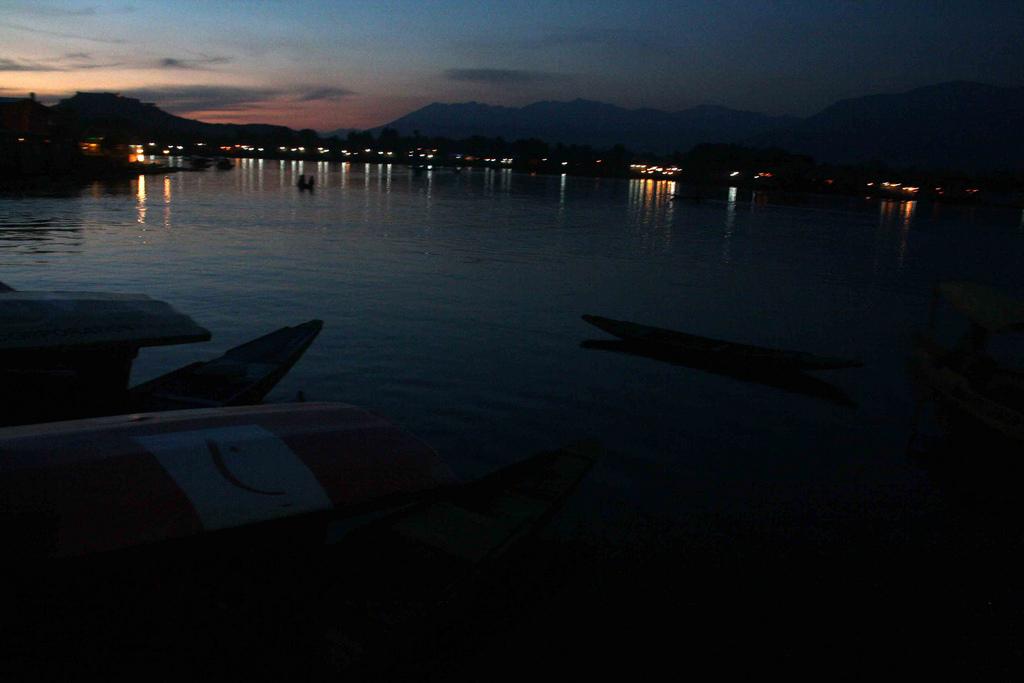 Kashmir Diary – A Bloodless Evening, Srinagar