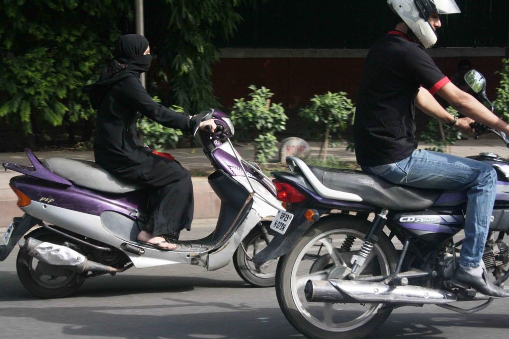 City Moment – Veiled Biker, India Gate Circle