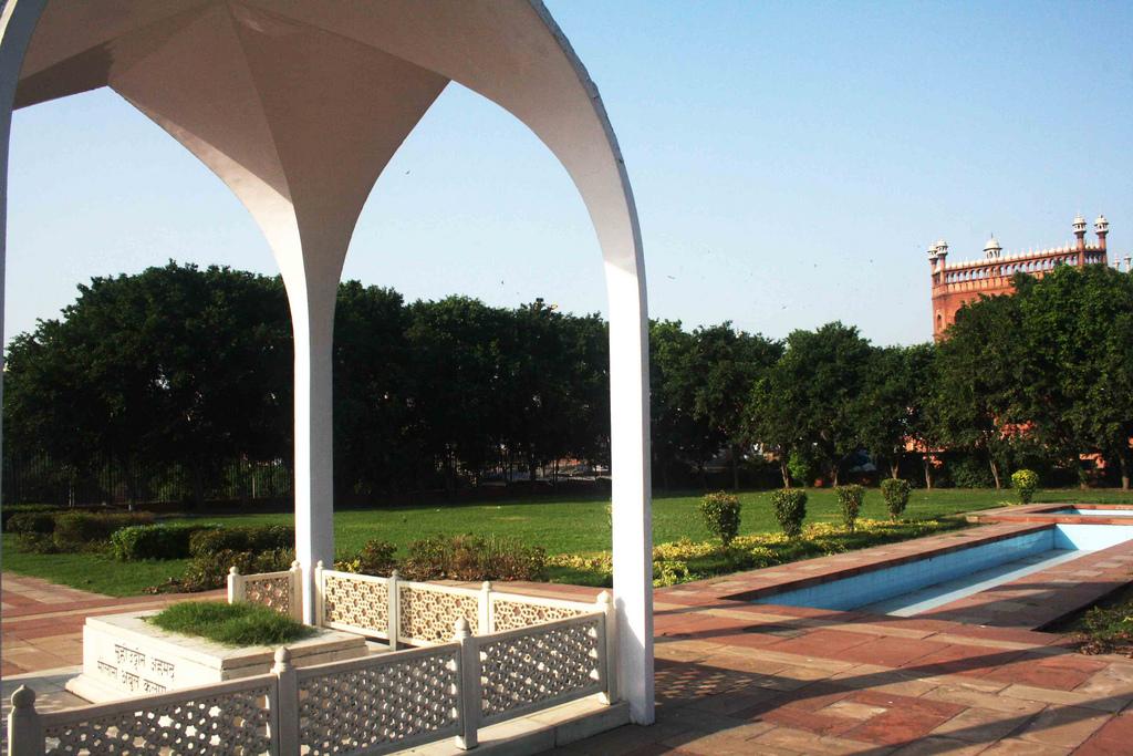 City Monument – Maulana Azad's Mausoleum, Near Meena Bazaar