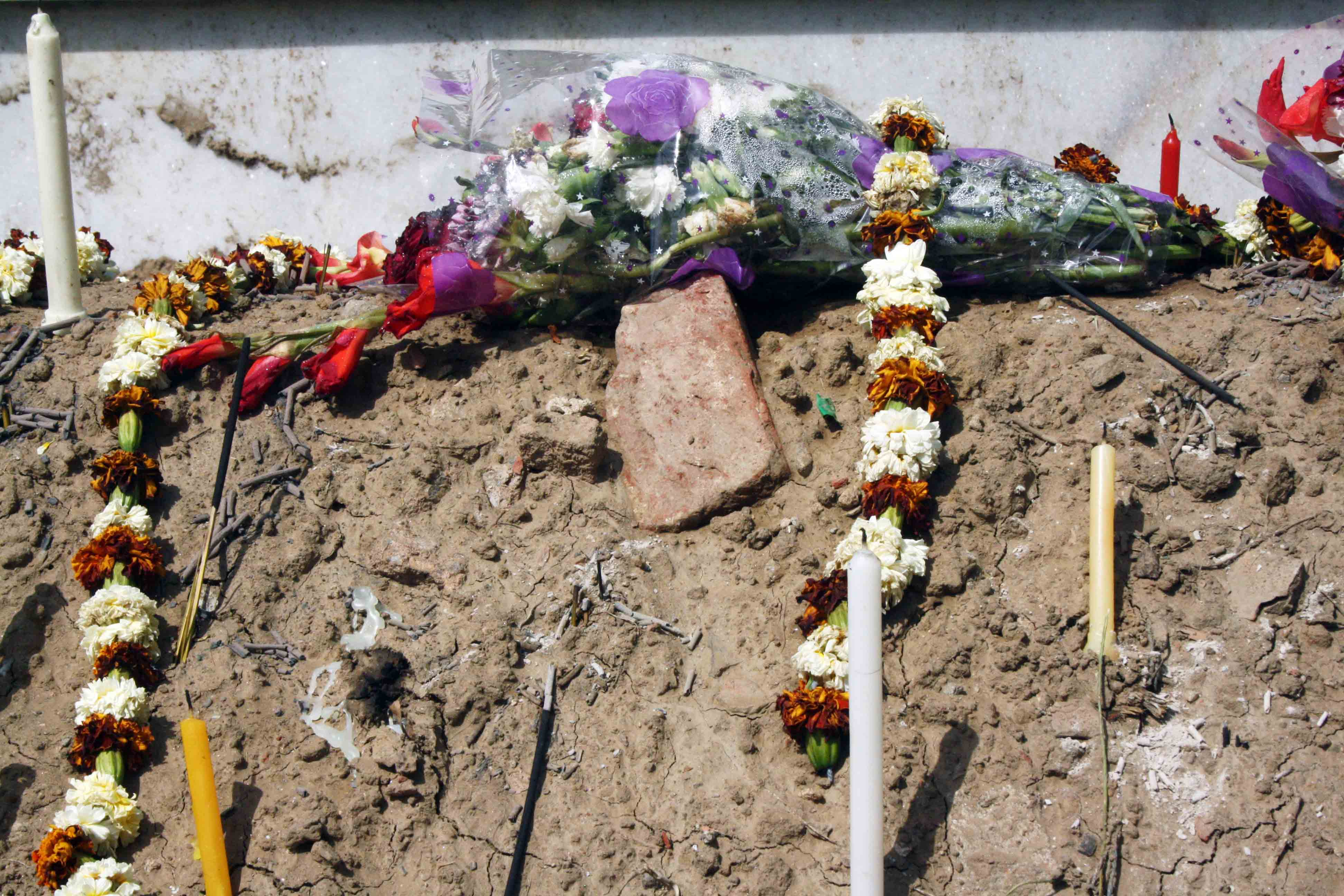 Mission Delhi - Jyoti Mariyam Hora, Indian Christian Cemetery
