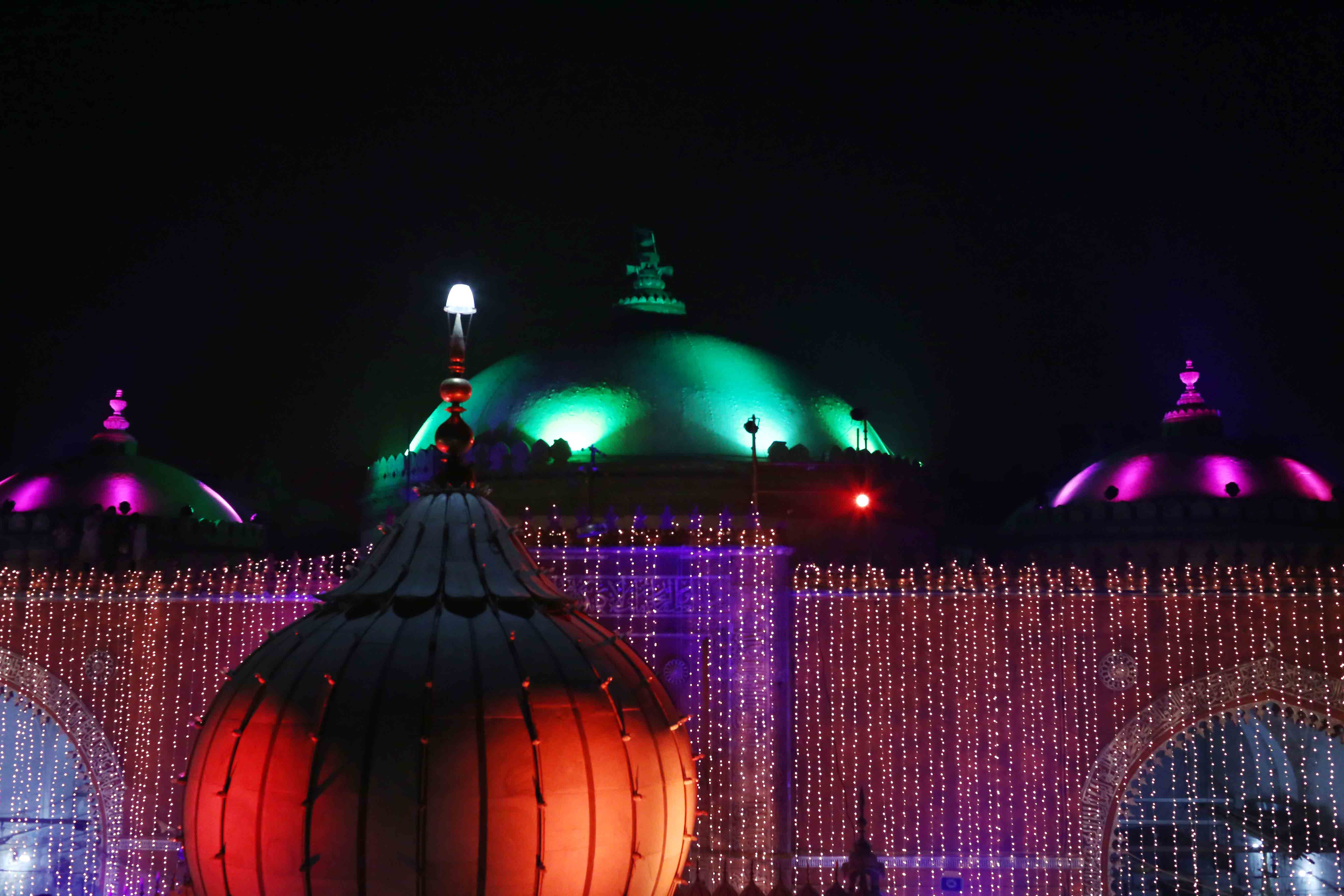 Photo Essay - The Night of the Lights, Hazrat Nizamuddin Auliya's Dargah