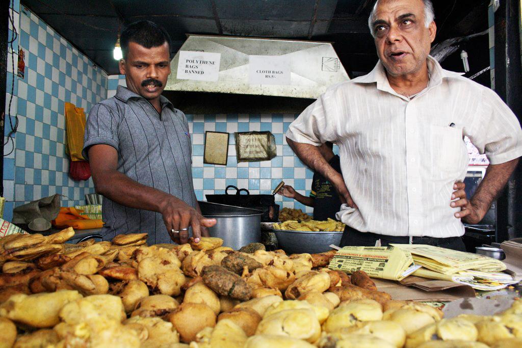 City Food – Khandani Pakodiwalla, Near Bhikaji Cama Flyover