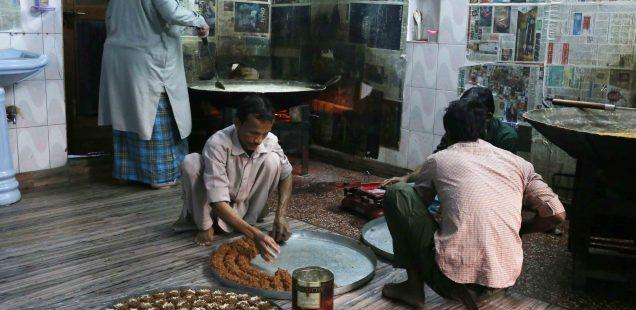 City Food - The Potent Black Halwa, Haneef Doodhwalla Mithai Shop, Ballimaran