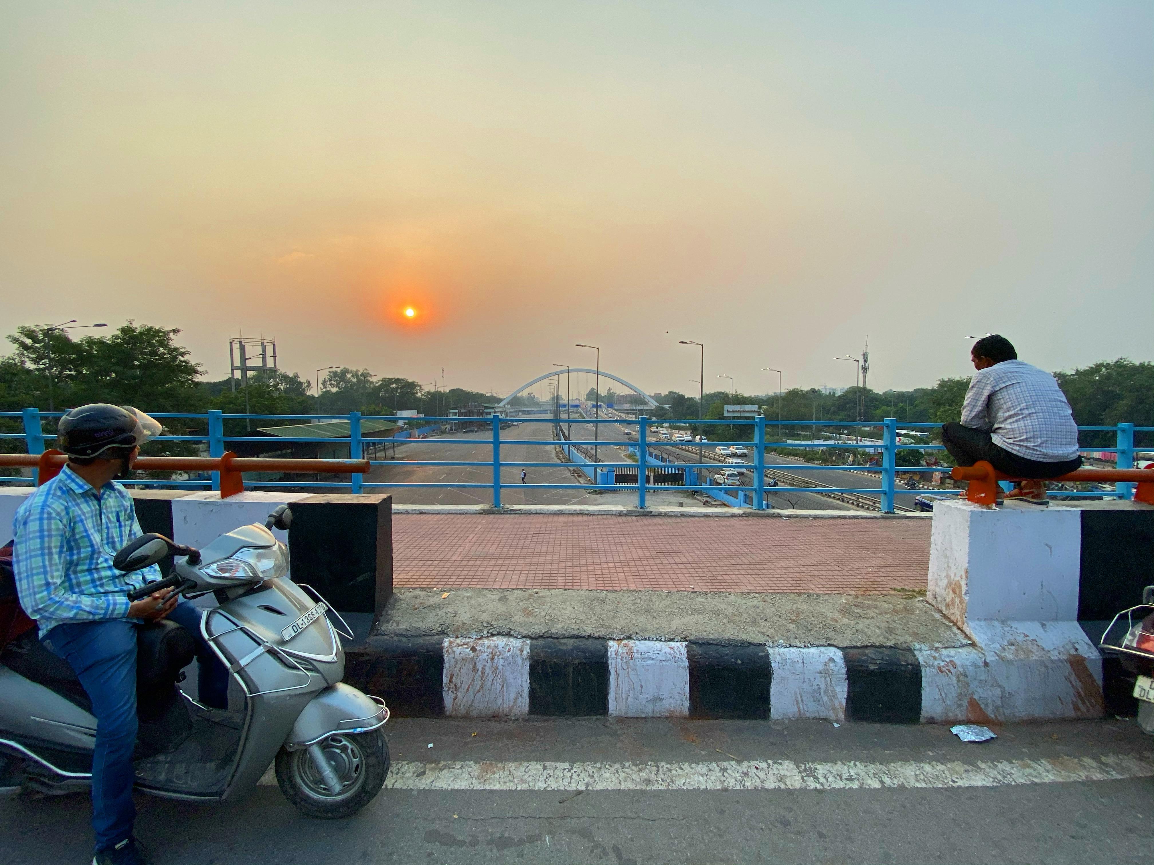 City Hangout Flyover Sunset Bhishma Pitamah Setu The Delhi Walla